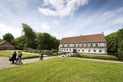 Brejninggaard Efterskole idéudvikler på multifunktionelle møbler